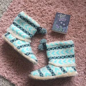 11fa81ca1 Women Warm Fuzzy Slippers on Poshmark